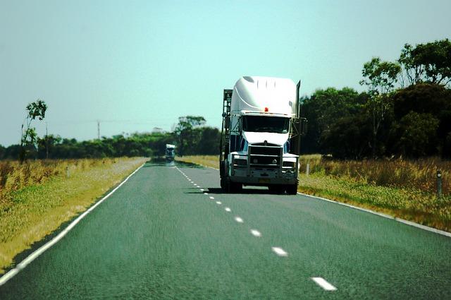 truck-594352_640