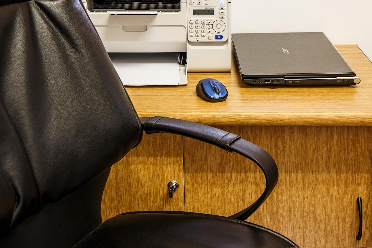 desk-462788_1280